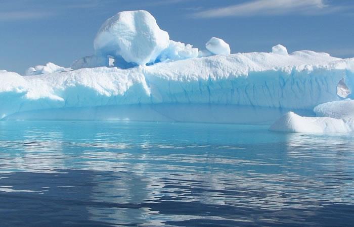 Este iceberg, como muchos otros, podría aumentar el nivel del mar. Foto: Pixabay