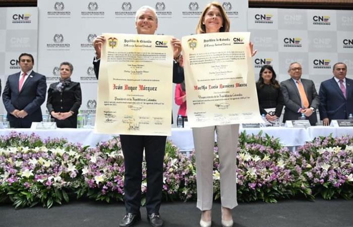 Iván Duque y Marta Lucía Ramírez reciben su credencial por parte del CNE