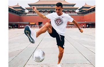 Cristiano Ronaldo sorprende a visitantes de la Ciudad Prohibida