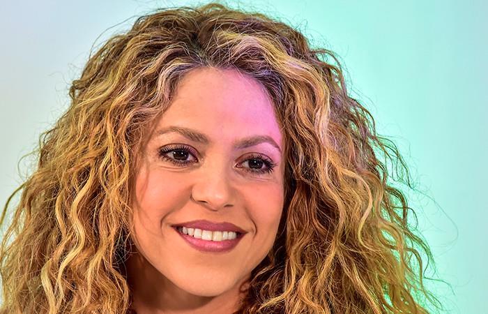 Shakira permanece en Barranquilla por fallas en su avión