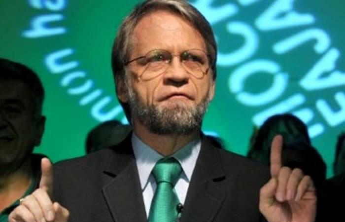 EFE: Senador Mockus muestra el trasero en instalación del Congreso colombiano