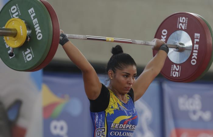 Karool Blanco gana dos oros para Colombia en levantamiento de pesas. Foto: EFE.