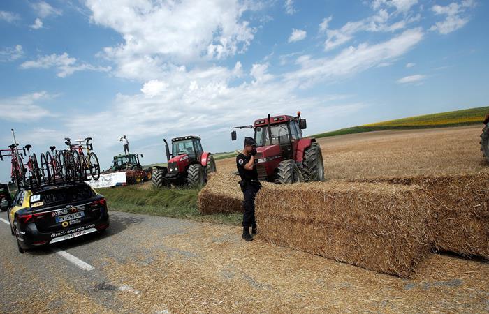 Tour de Francia: Caos por protesta de agricultores