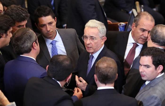 Según Uribe, inteligencia británica lo tiene 'chuzado'