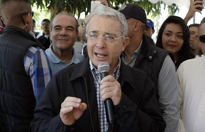 Uribe se defiende en Twitter. Foto: EFE