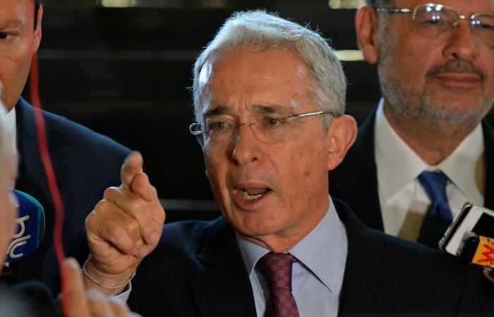 Álvaro Uribe contraataca recusando a la Corte Suprema