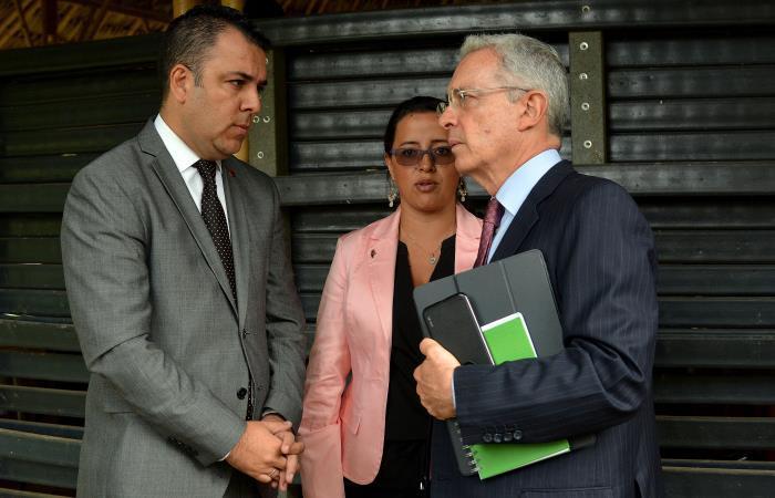 Se suspende proceso contra Álvaro Uribe por recusación interpuesta