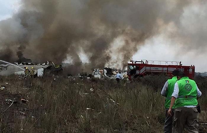 Avión de Aeroméxico con 101 personas a bordo se estrella en Durango