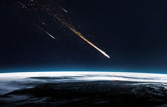 Graban el momento preciso en que cae un meteorito en Rusia. Foto: Shutterstock