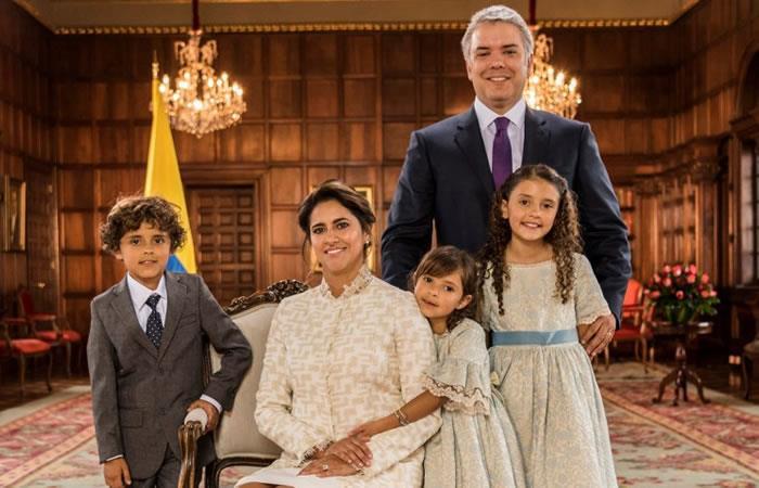 La familia Duque ya está en Palacio. Foto: AFP