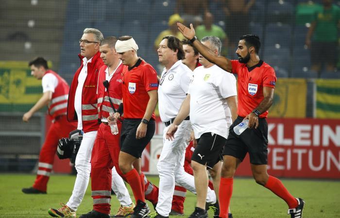 Partido de la Europa League es interrumpido por agresión a un árbitro