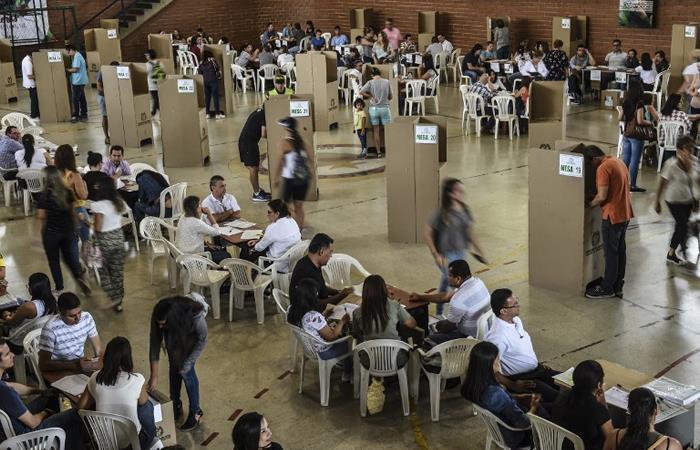 Colombianos votan este 26 de agosto la Consulta Anticorrupción. Foto: AFP