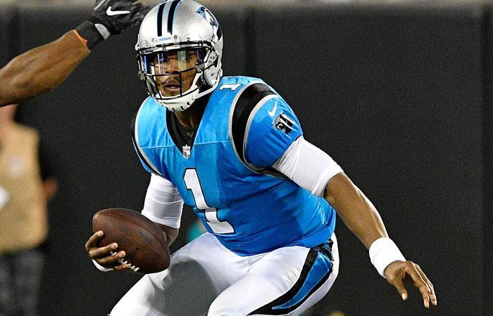 Cameron Newton, jugador de Carolina Panthers que sufrió un fuerte golpe en su ojo. Foto: AFP