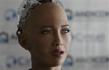 Robot Sophia vence al escepticismo y brinda su faceta más humana en Colombia