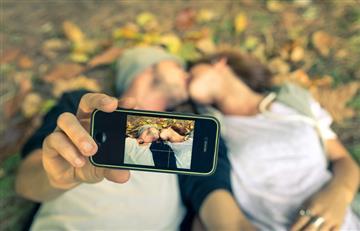 Colombianos prefieren la intimidad antes que el celular, según estudio