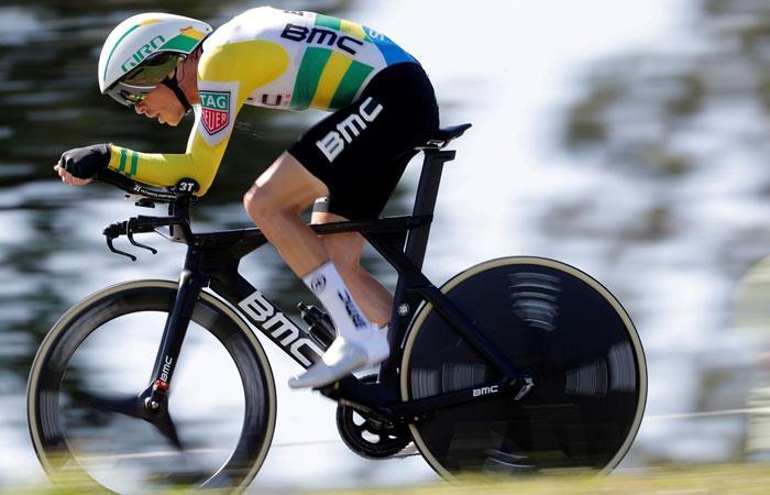 Vuelta a España: Rohan Dennis gana la contrarreloj y Yates sigue líder