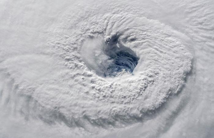 Una cámara de alta definición de la Estación Espacial Internacional (ISS) muestro el ojo del huracán Florence mientras avanza por el Océano Atlántico hacia la costa este de Estados Unidos. Foto: AFP.