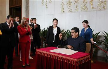 """Maduro le rinde homenaje al """"gigante"""" Mao y firma acuerdos en China"""