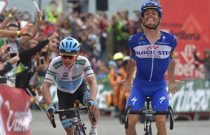 Enric Mas gana la etapa 20 de la Vuelta a España seguido de cerca de Miguel Ángel López. Foto: AFP