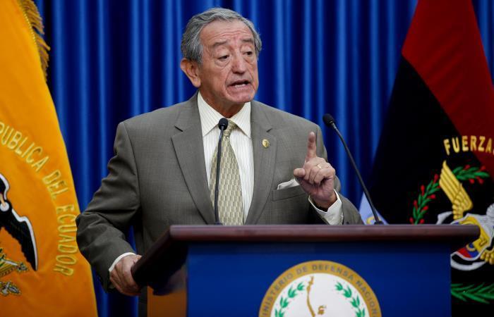 El ministro ecuatoriano de Defensa, el general Oswaldo Jarrín, ofrece una rueda de prensa. Foto: EFE