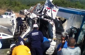 Al menos ocho personas mueren en accidente de tránsito en centro de Colombia
