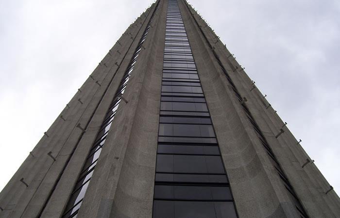Joven cayó de la Torre Colpatria en Bogotá