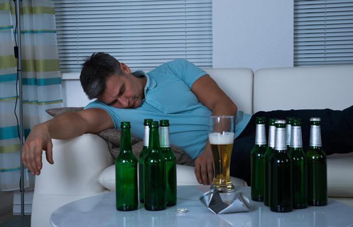 ¿El alcohol puede ayudar a dormir mejor? Aquí te contamos
