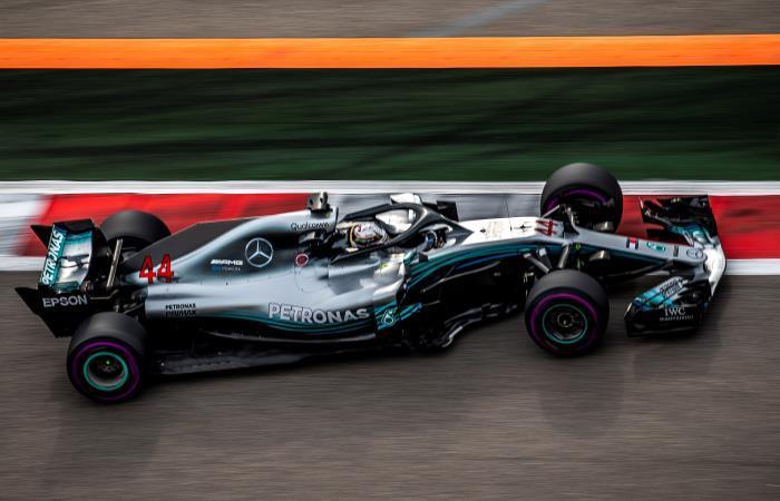 Lewis Hamilton en los ensayos previos del Gran Premio de Rusia. Foto: EFE