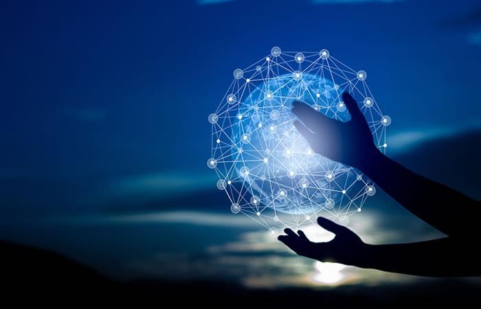 La tecnología de comunicación satelital aumenta la seguridad de las personas. Foto: Shutterstock