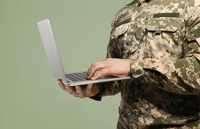 ¿Mujeres transgénero deberán definir su situación militar?