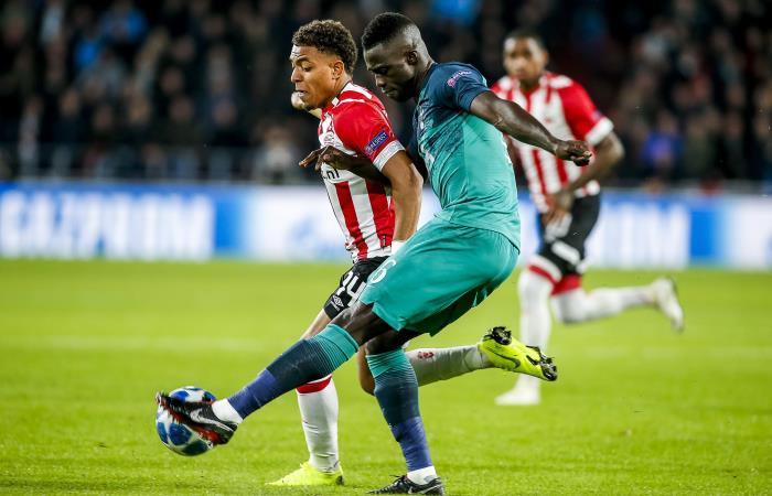 Dávinson Sánchez en el partido ante PSV por Champions League. Foto: EFE