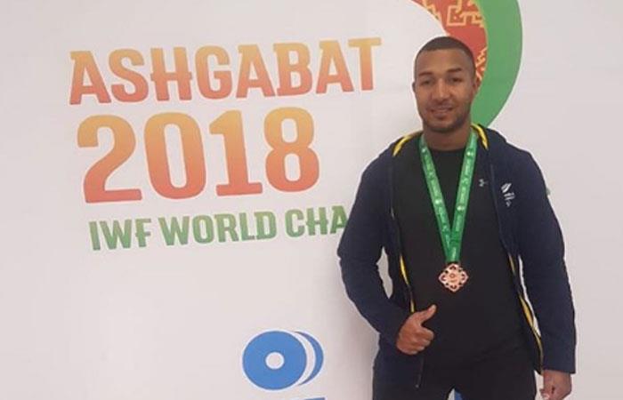 Esnaider Moreno le da una nueva medalla a Colombia en el Mundial de Pesas