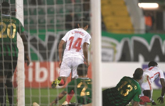 Muriel en el 2-0 de Sevilla sobre Akhisar. Foto: AFP