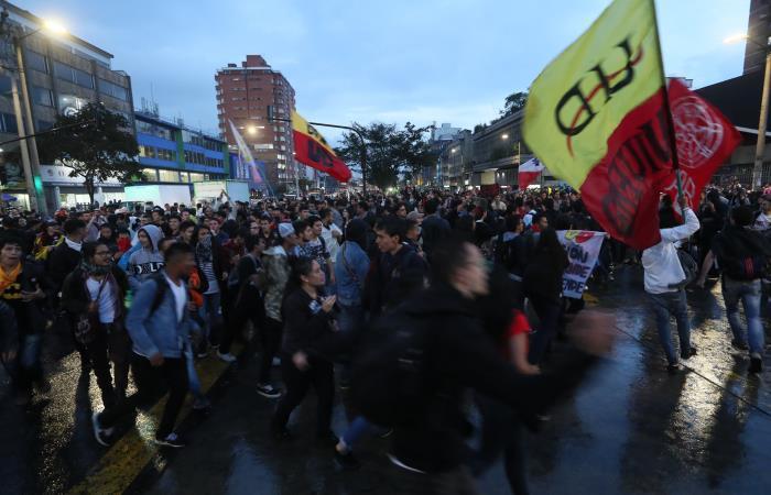 Paro Nacional: Protesta pacífica terminó con ESMAD y atropello