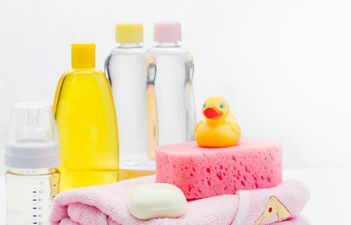 ¡A usar aceite de bebé para todo!. Foto: Shutterstock