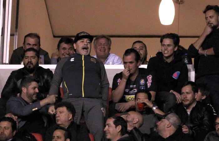 [FOTOS Y VIDEO] Maradona es investigado por pelea con aficionados