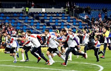 [VIDEO] Jugadores de River cantan insultos contra Angelici y Macri en vestuario del Bernabéu