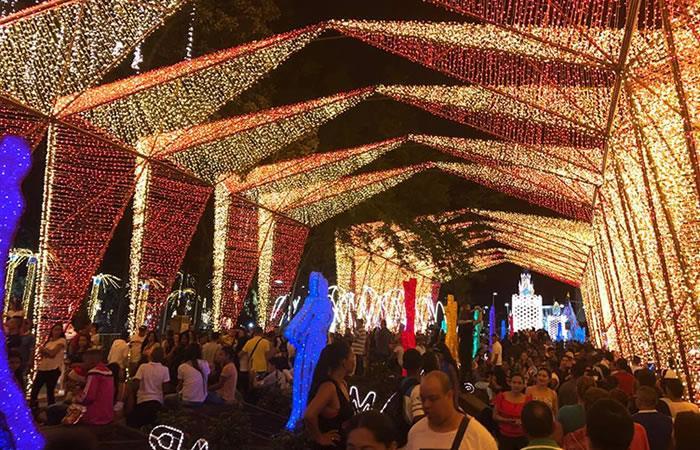 Alumbrado navideño en Cali. Foto: Facebook.