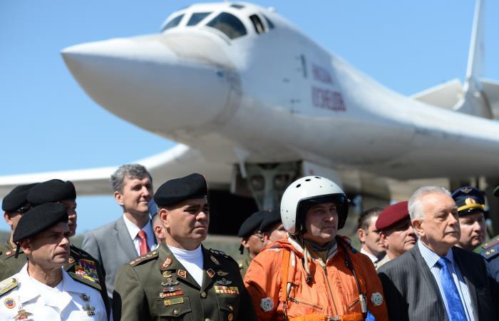 Autoridades de Venezuela reciben dos aviones de bombardero supersónicos pesados ??estratégicos Tupolev Tu-160 rusos. Foto: AFP