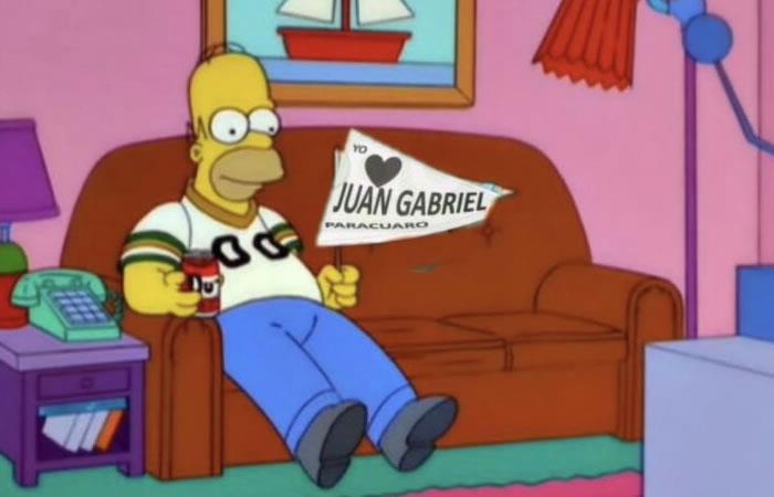 Los mejores memes de la espera de Juan Gabriel. Foto: Twitter