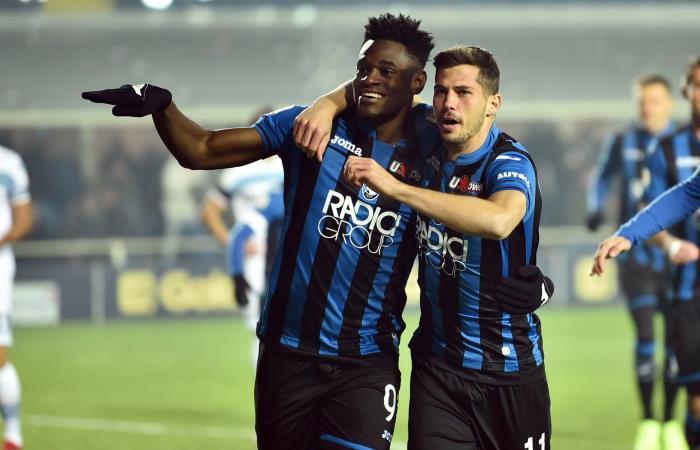 Duván Zapata celebra su gol ante Lazio en la Serie A. Foto: EFE