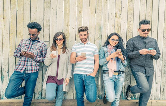 ¿Estarías dispuesto a dejar de usar tu celular por un año, a cambio de ganar 100.000 dólares?