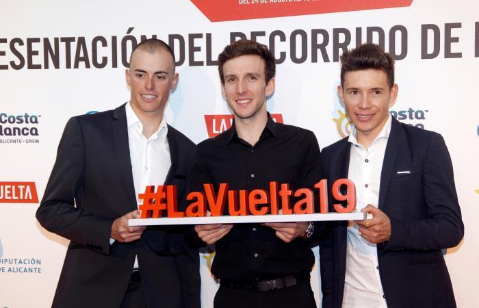 Miguel Ángel López (D) en la presentación de La Vuelta a España 2019. Foto: EFE