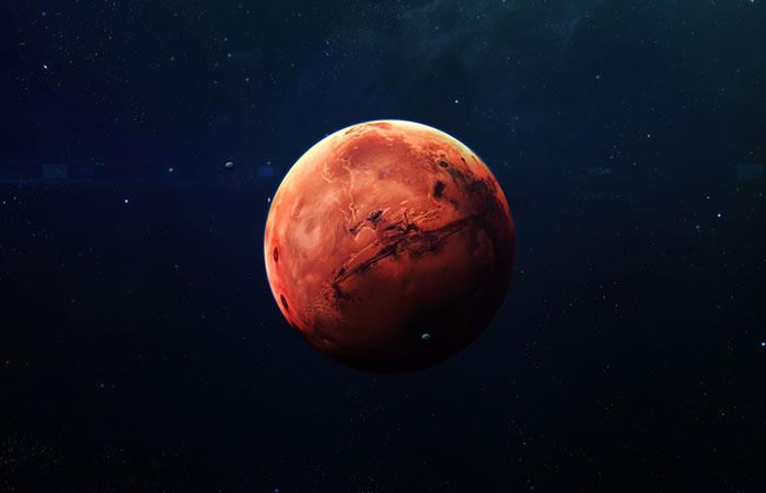 Hallan un cráter lleno de agua en Marte