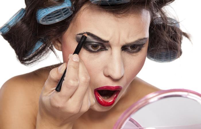 11 errores de maquillaje que te hacen lucir mayor