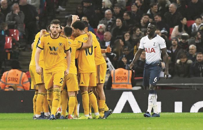 Davinson Sánchez volvió a jugar con Tottenham