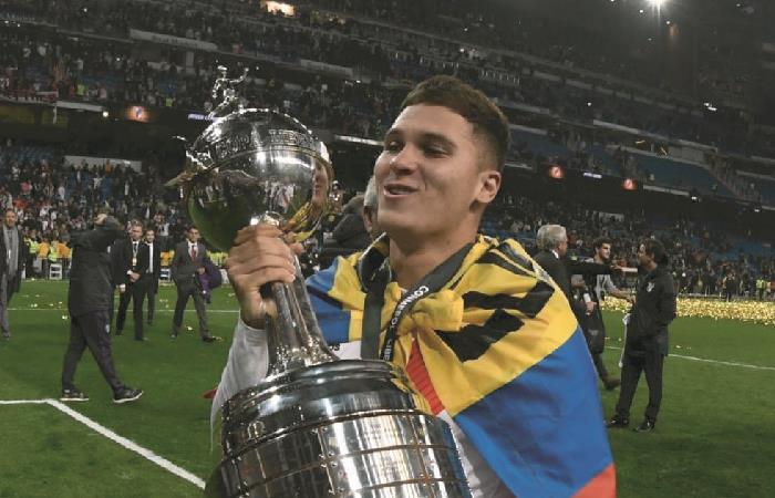 Juan Fernando Quintero se tatuó la Copa Libertadores