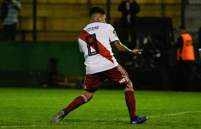 Juan Fernando Quintero celebra su primer gol con River Plate. Foto: EFE
