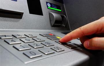 ¿Cuánto cobran los bancos por retiros de efectivo en Colombia?