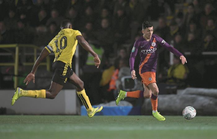 Manchester City: Ian Carlo Poveda jugó los 90 minutos ante el Burton Albion
